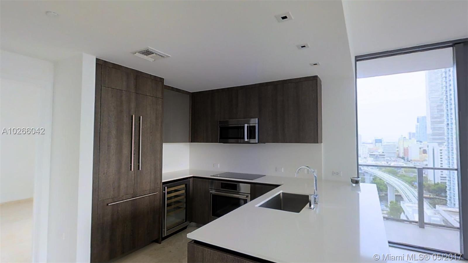 68 6th st-1111 miami--fl-33131-a10266042-Pic02