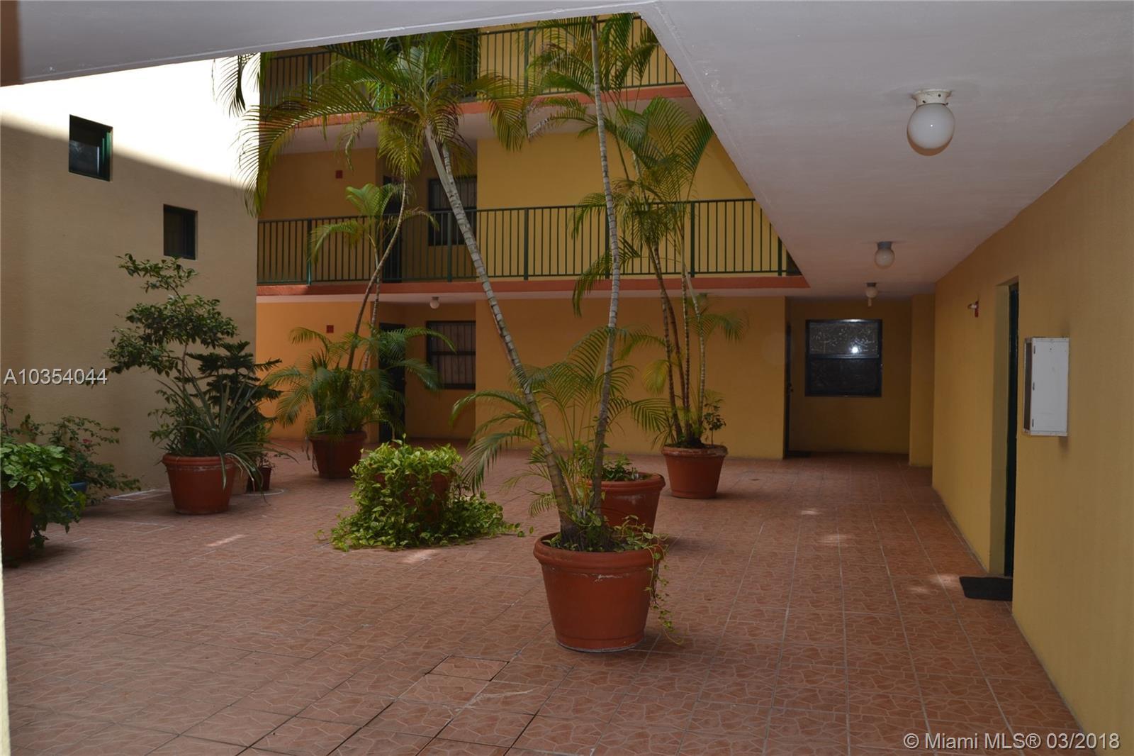 546 SW 1st St, 206 - Miami, Florida