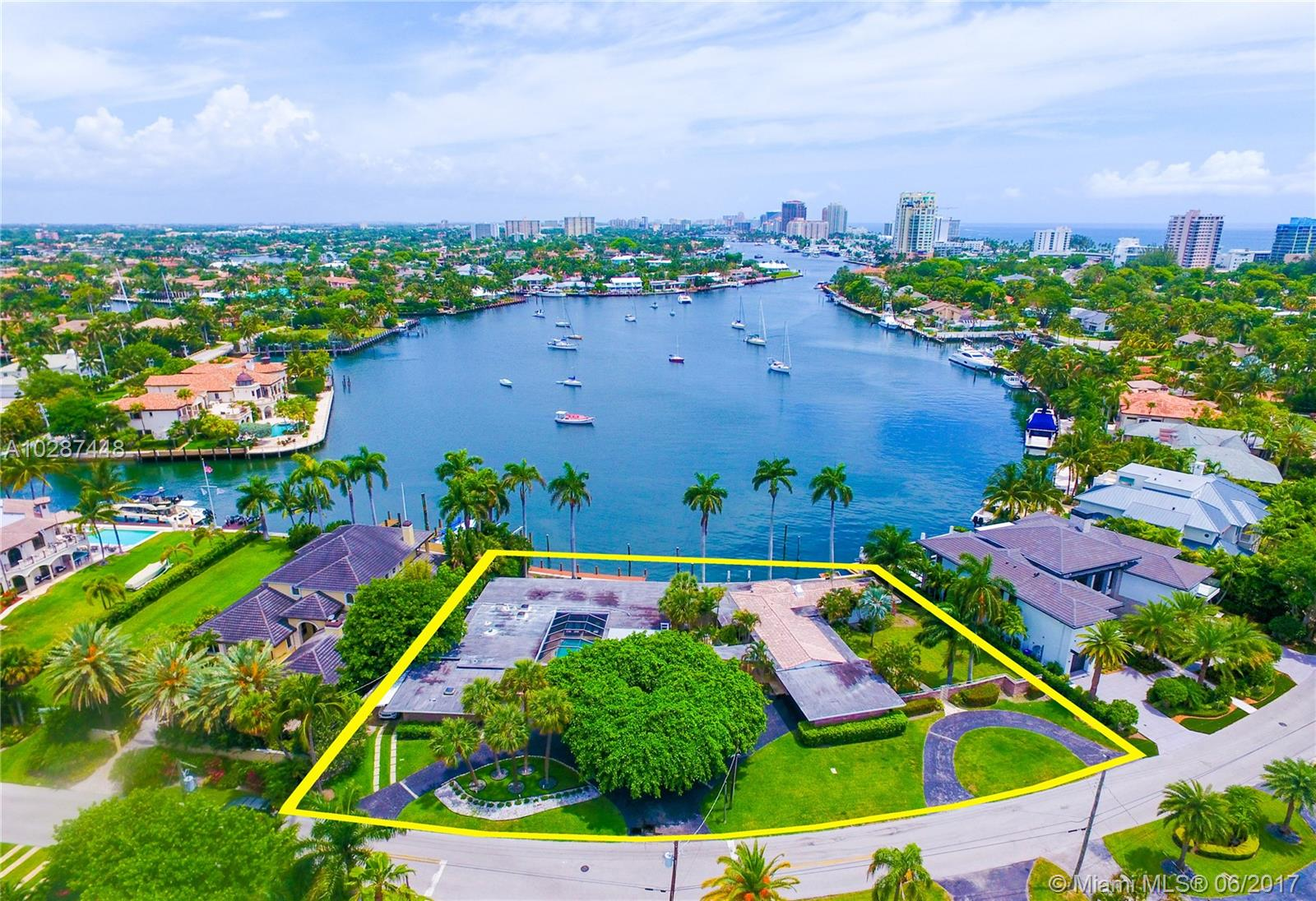 1627 E Lake Dr - Fort Lauderdale, Florida