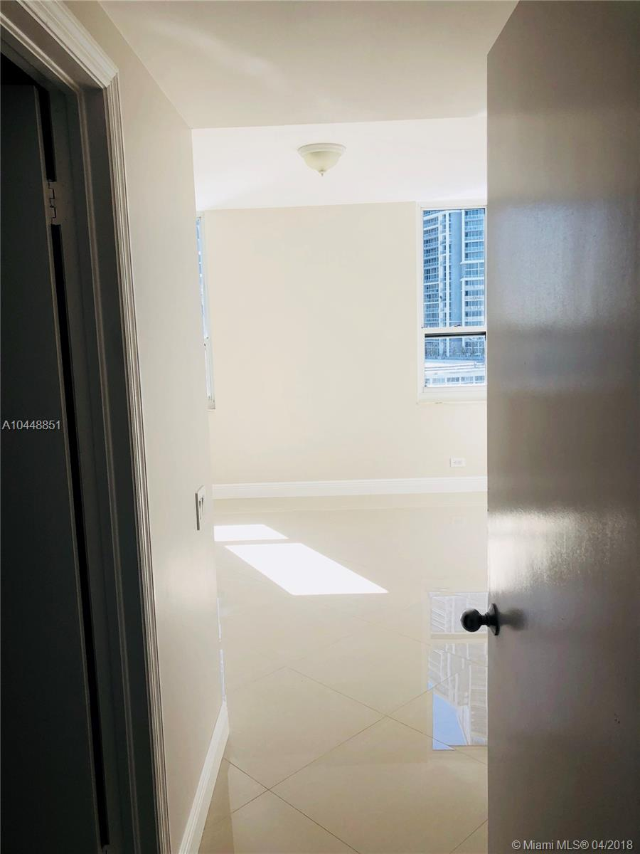 701 Brickell Key Blvd #2004, Miami FL, 33131