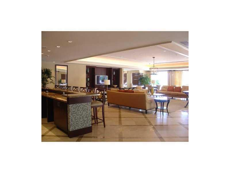 20000 E Country Club Dr #PH10, Aventura FL, 33180