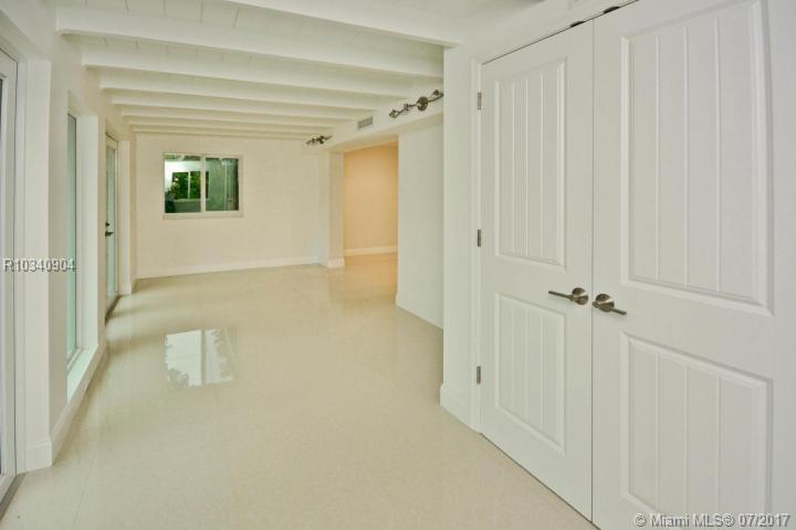 9474 SE Cove Point Street, Tequesta , FL 33469