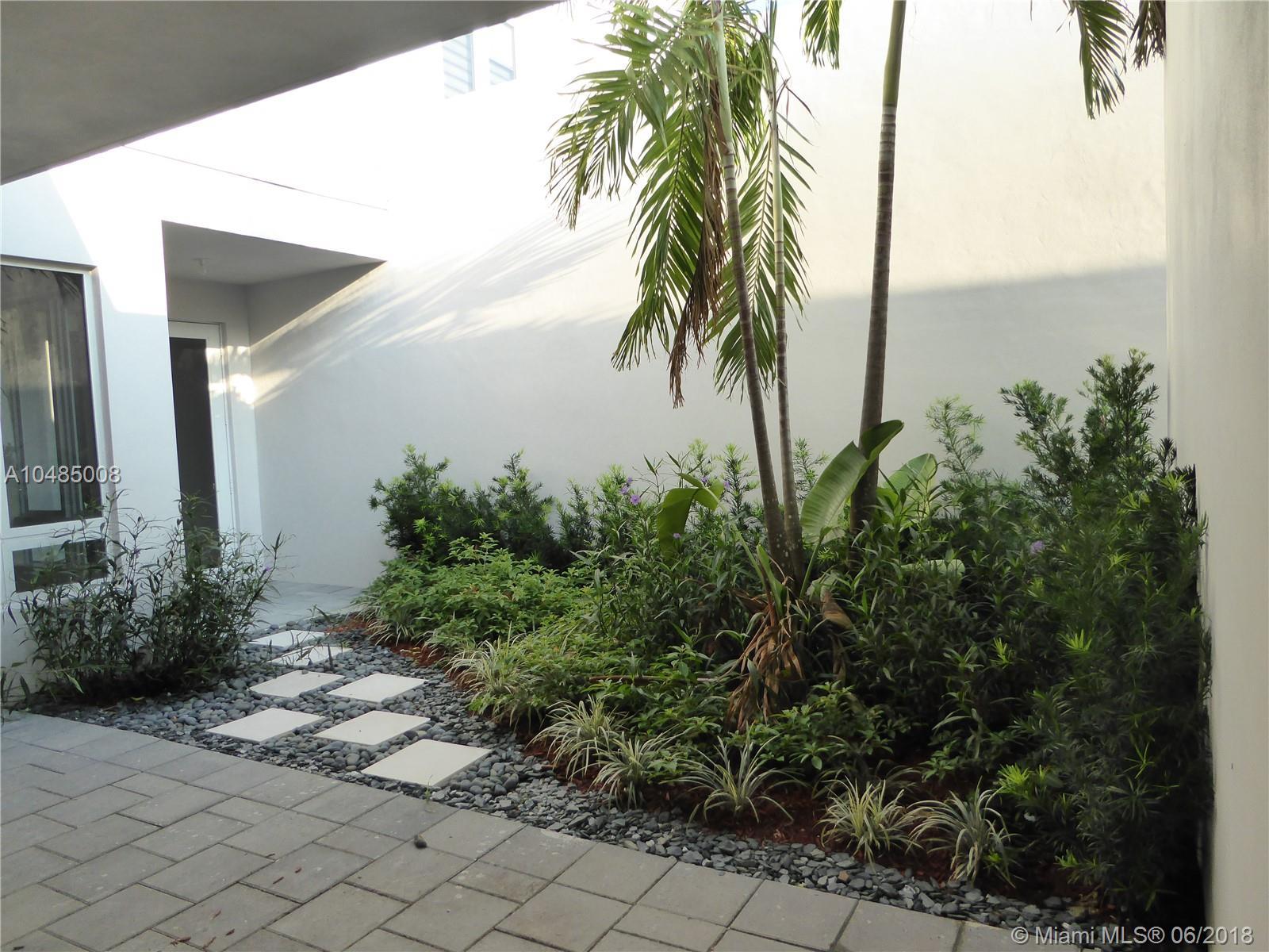 6301 Nw 104th Path, Miami FL, 33178
