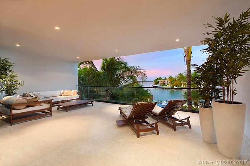 1142 N VENETIAN DR, Miami Beach, FL 33139
