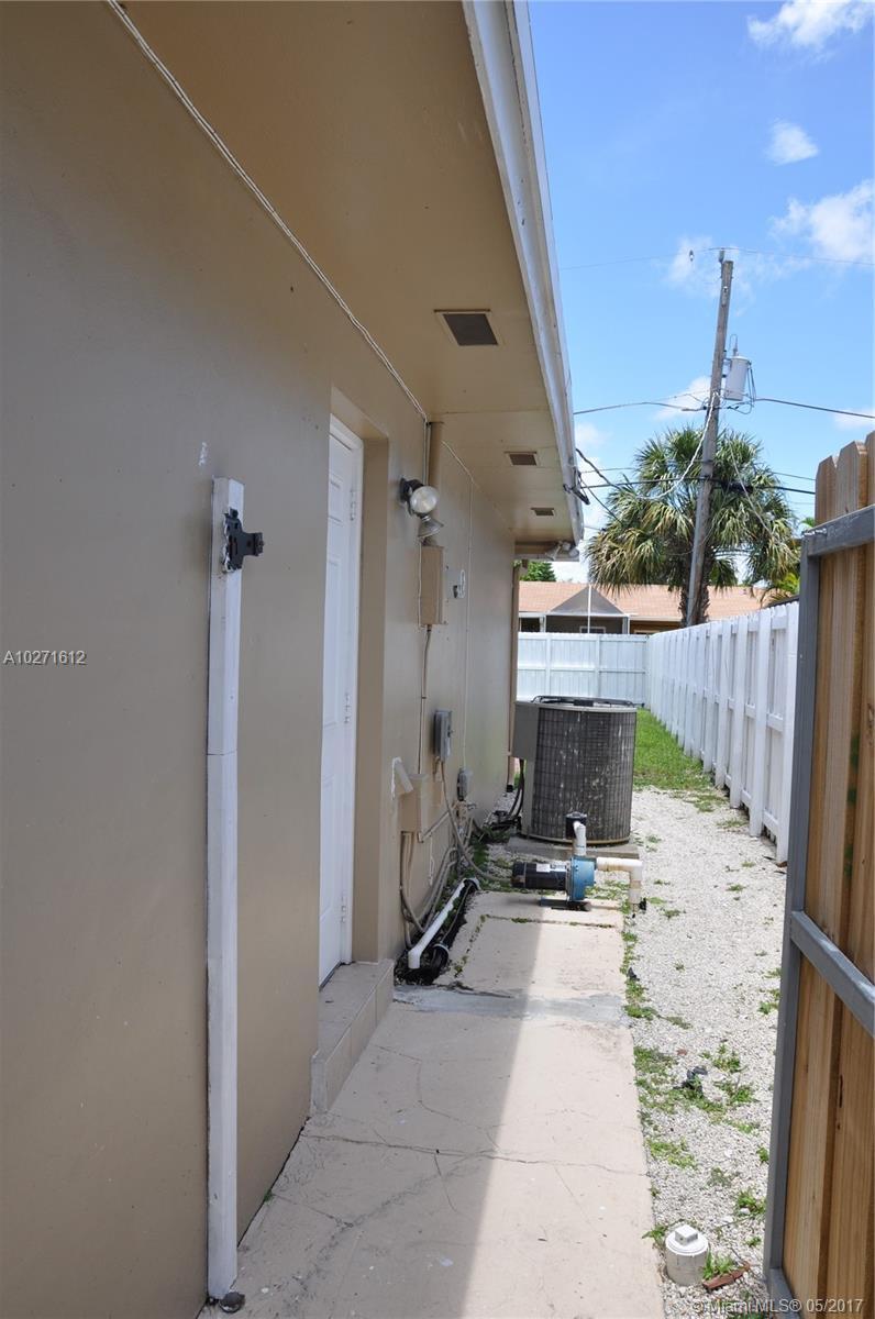 1885 Ne 208th Ter, Miami FL, 33179