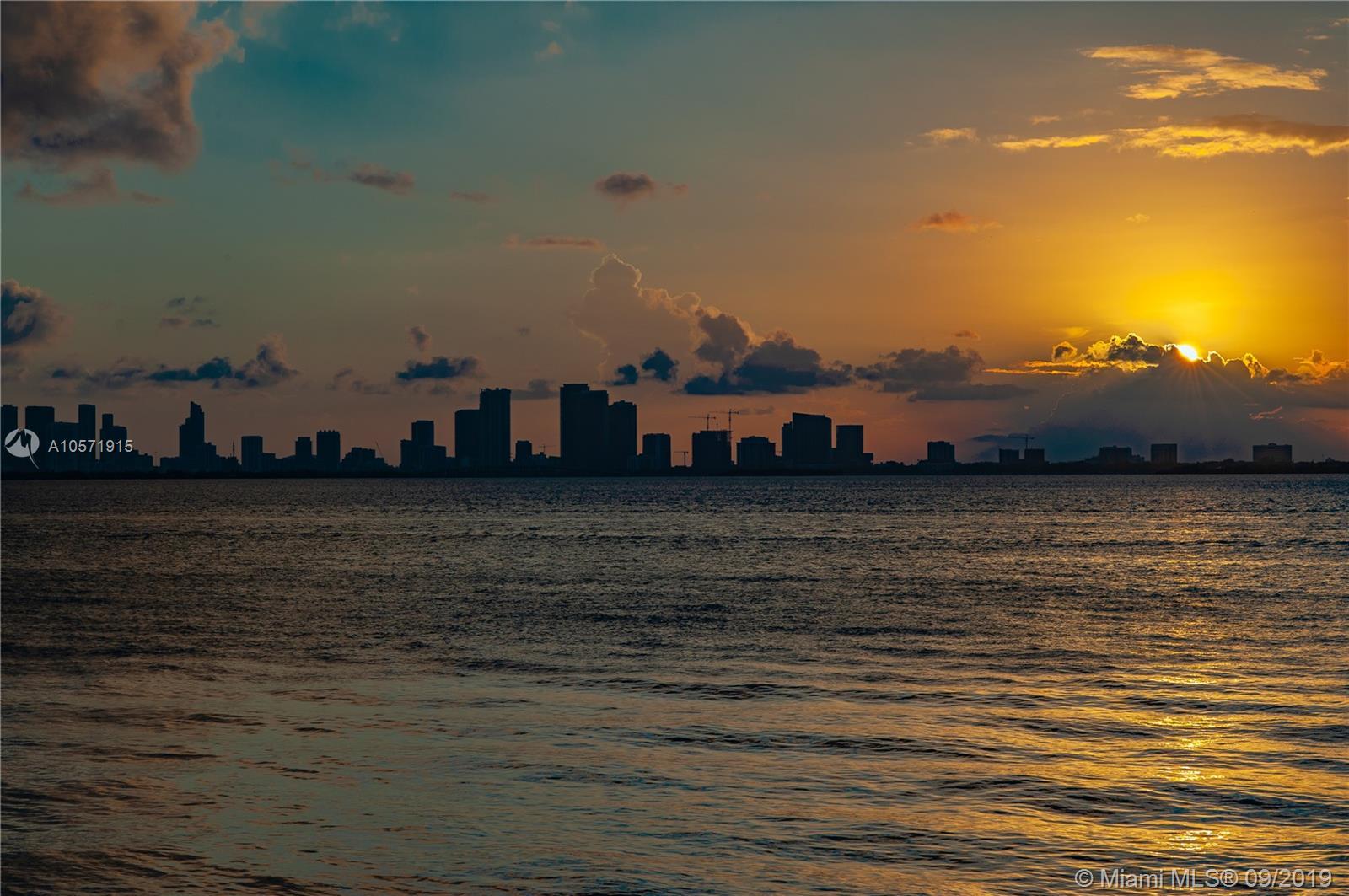 5712 Bay rd- miami-beach-fl-33140-a10571915-Pic01