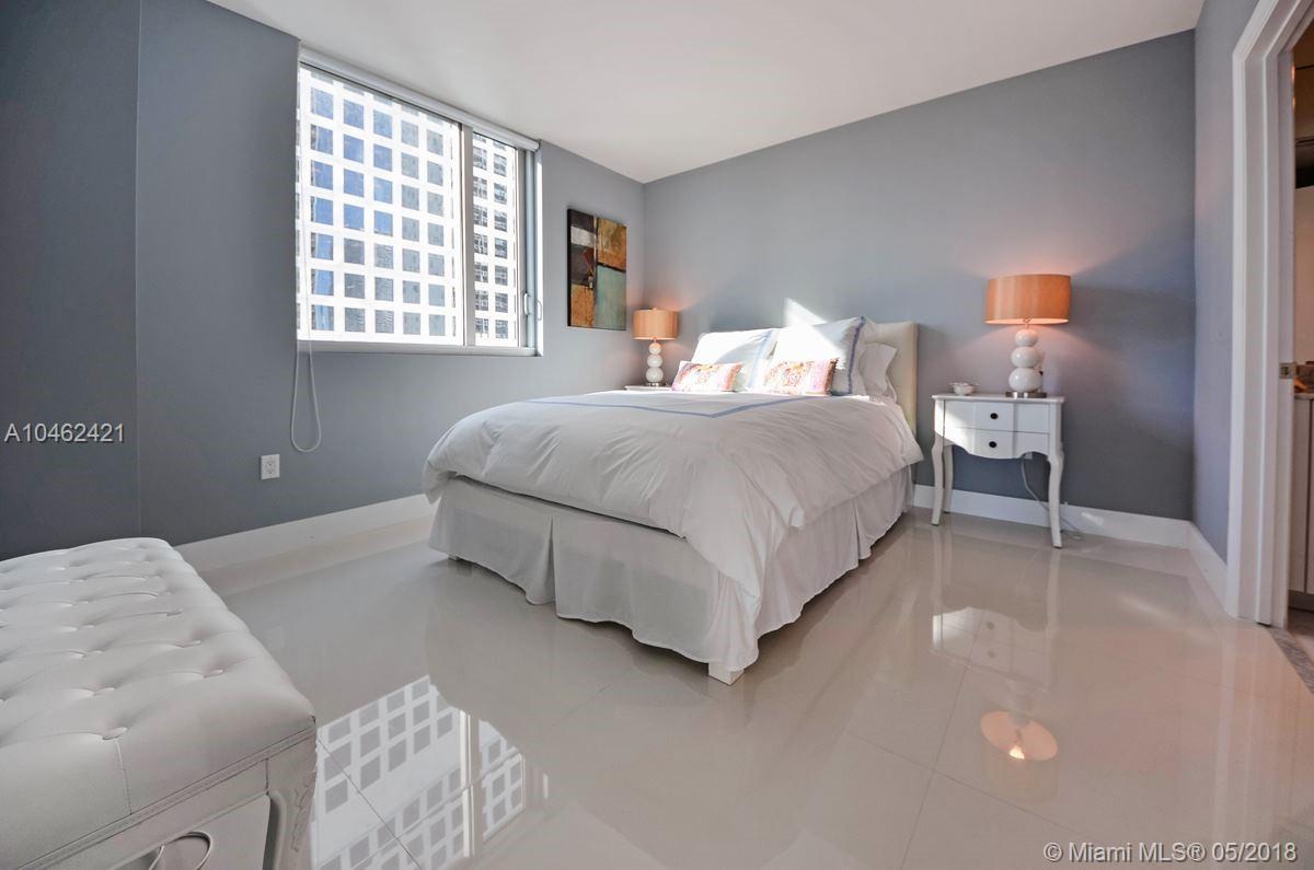 500 Brickell Ave #1802, Miami FL, 33131