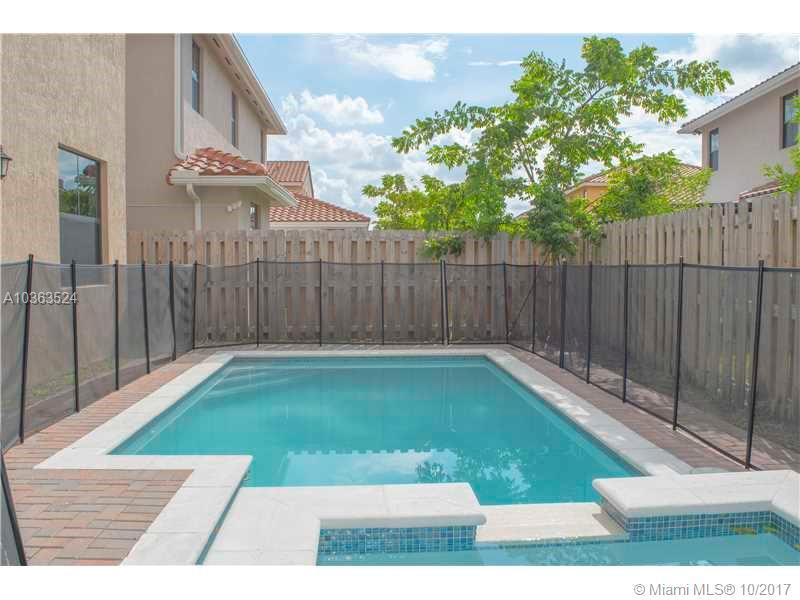 9792 Nw 9th St, Miami FL, 33172