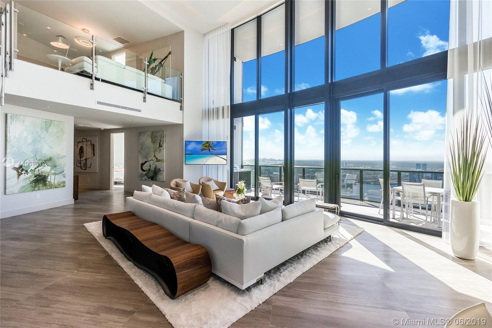 18555 Collins ave-5003 sunny-isles-beach-fl-33160-a10696126-Pic02