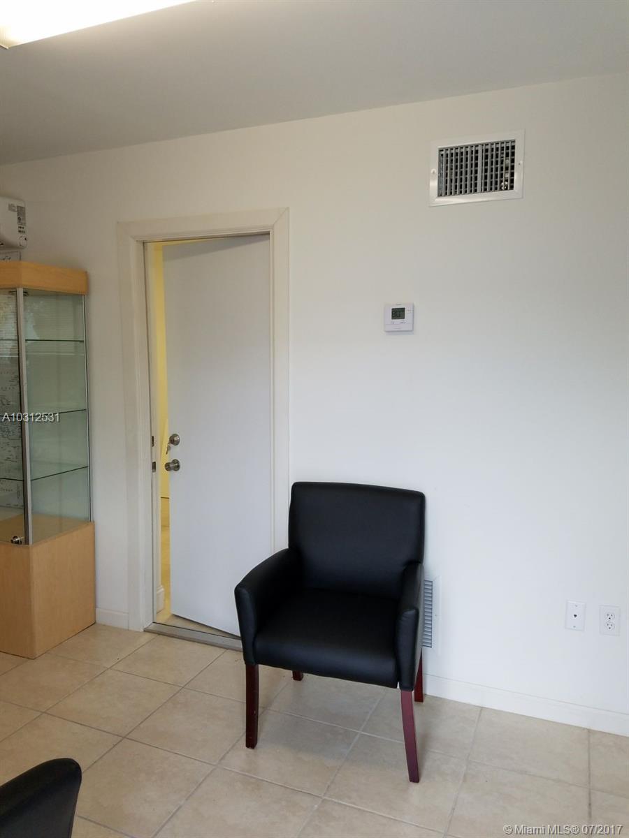 8329 NW 64th St # 14, Miami, FL 33166