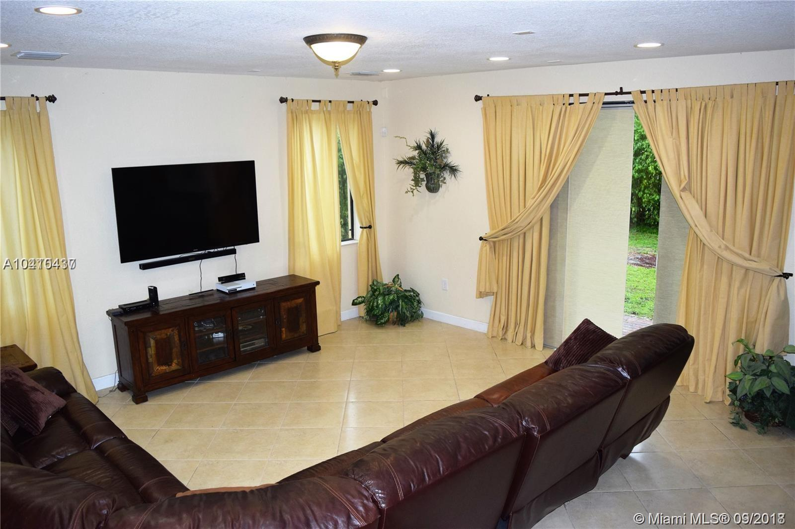 19030 Sw 74th Ave, Cutler Bay FL, 33157