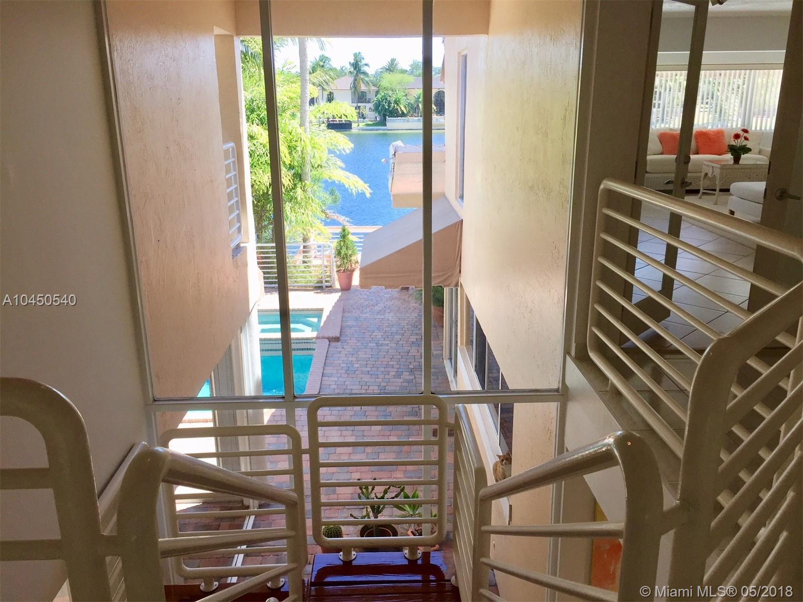 8532 Nw 168th Ter, Miami Lakes FL, 33016