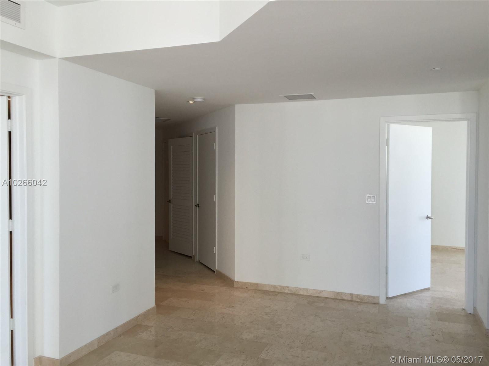 68 6th st-1111 miami--fl-33131-a10266042-Pic04