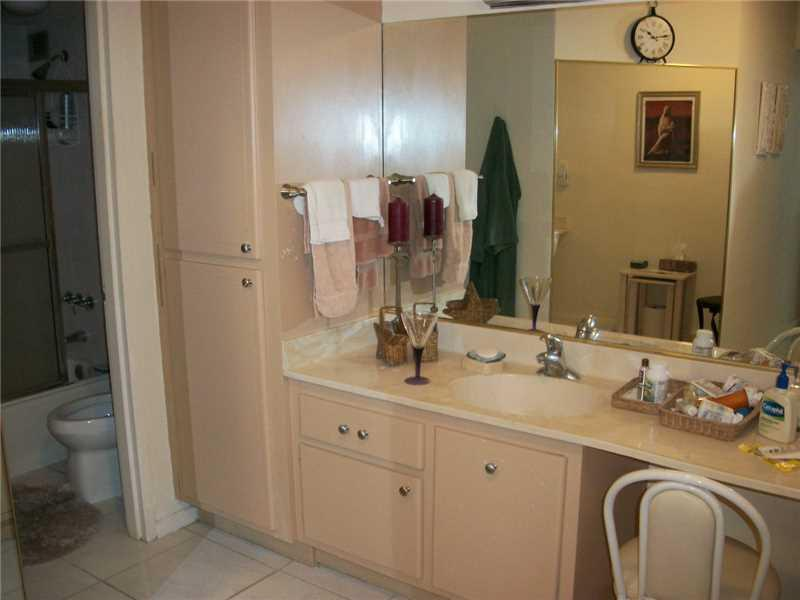 9225 Collins av-701 surfside--fl-33154-a2182743-Pic11
