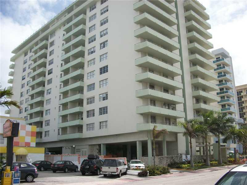 9225 Collins av-701 surfside--fl-33154-a2182743-Pic04