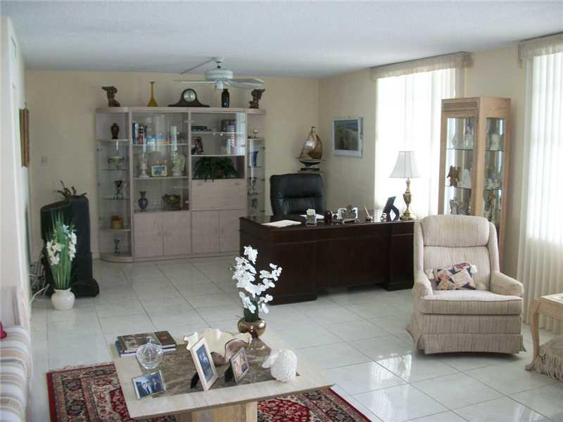 9225 Collins av-701 surfside--fl-33154-a2182743-Pic07
