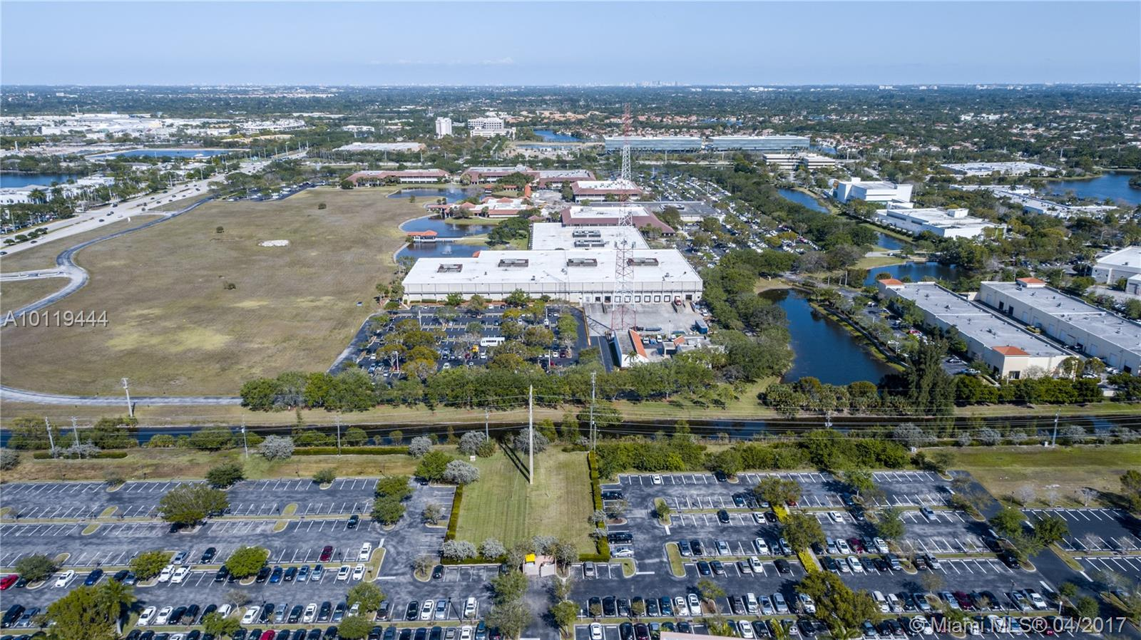 3599 NW 19th St, Lauderdale Lakes, FL 33311