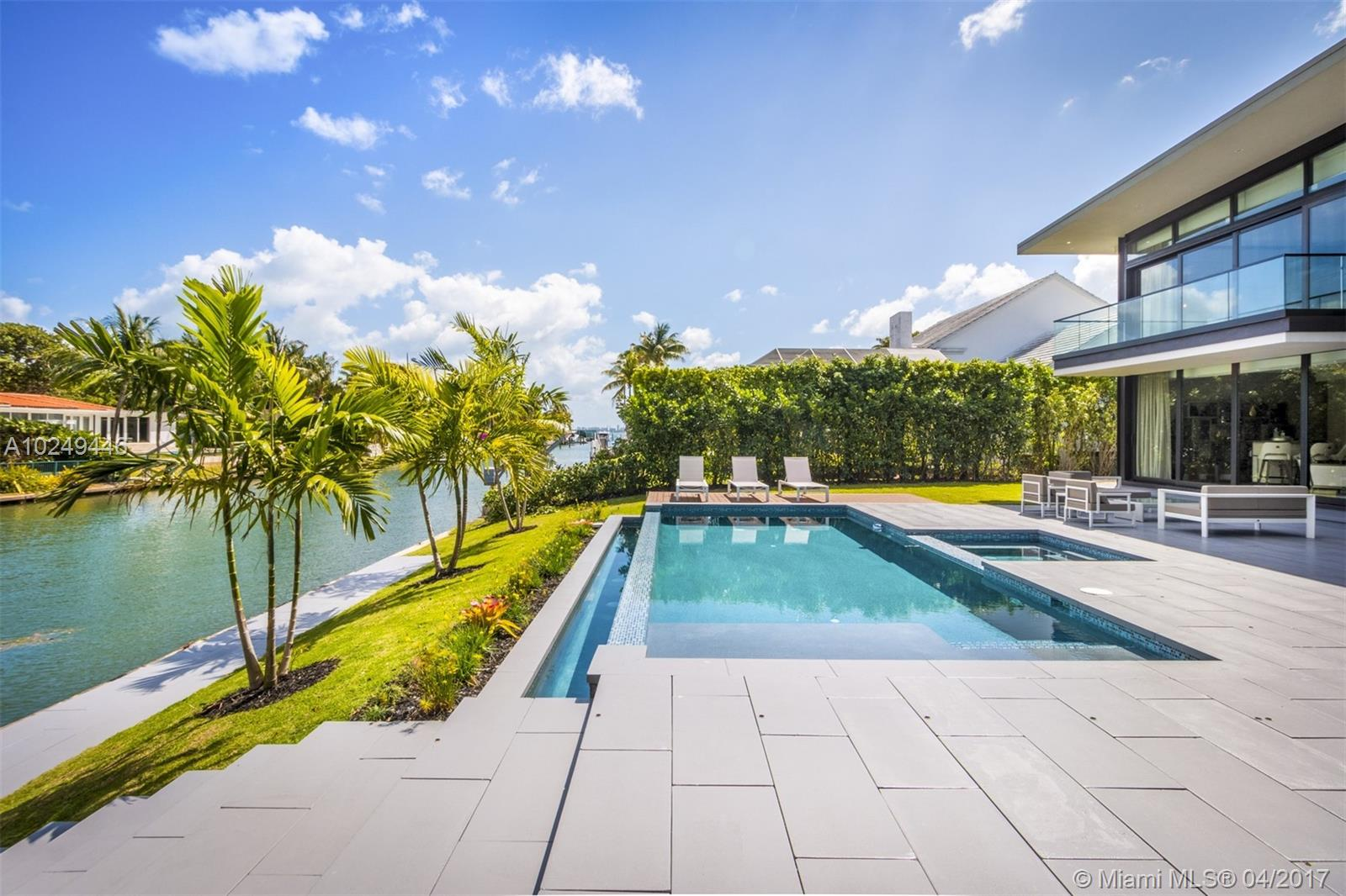721 Buttonwood Ln, Miami, FL 33137