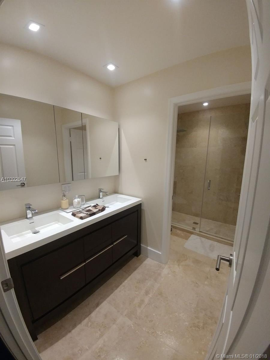 10601 NW 52nd Ter, Doral , FL 33178