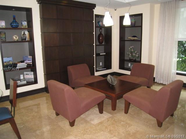2421 NE 65th St # 104, Fort Lauderdale, FL 33308