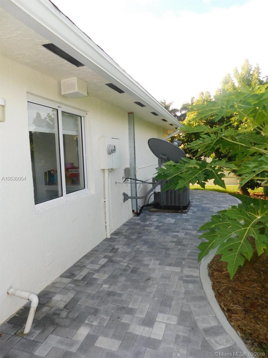 19695 Sw 206th St, Miami FL, 33187