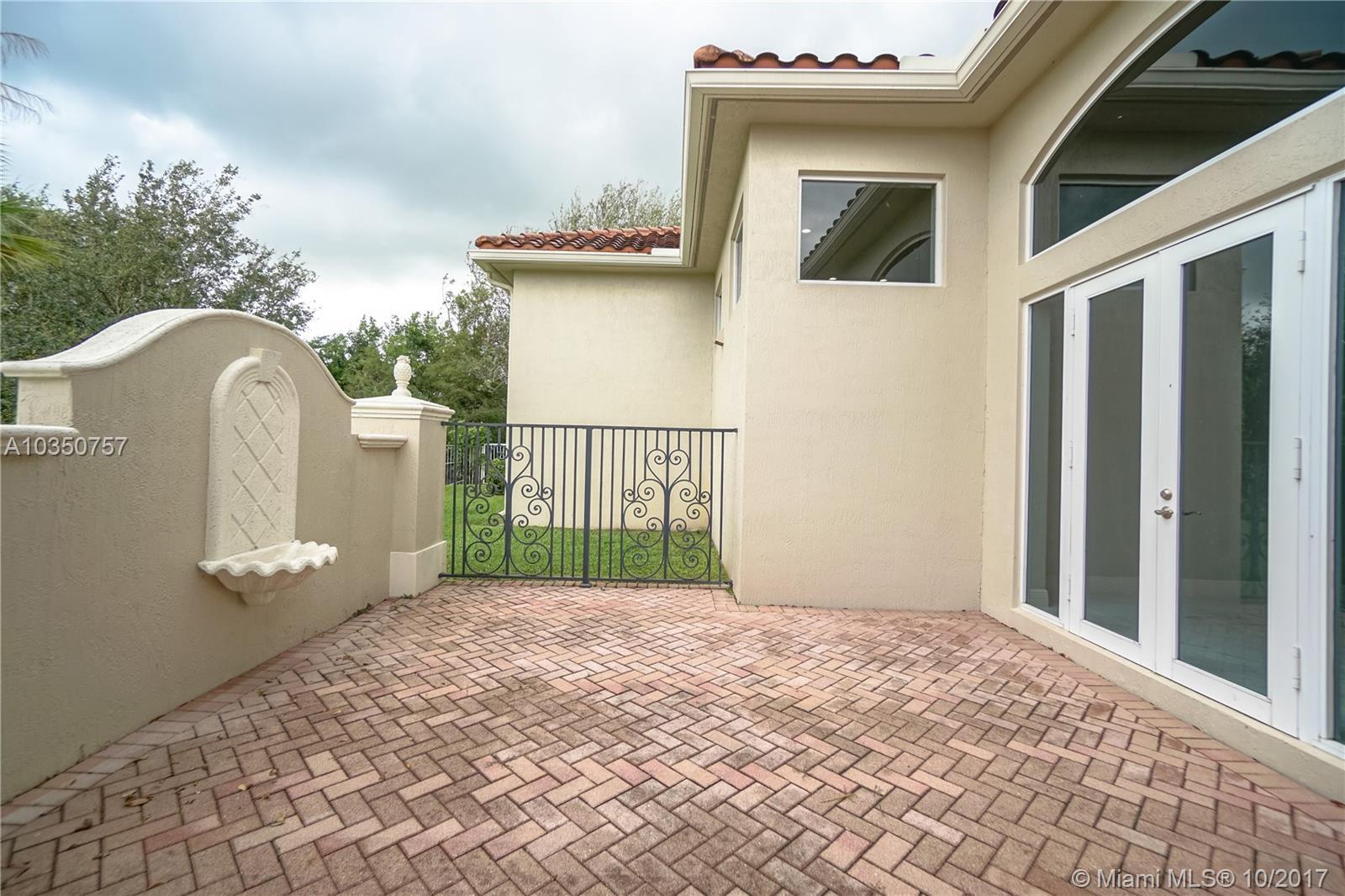 12922 Grand Oaks Dr, Davie , FL 33330