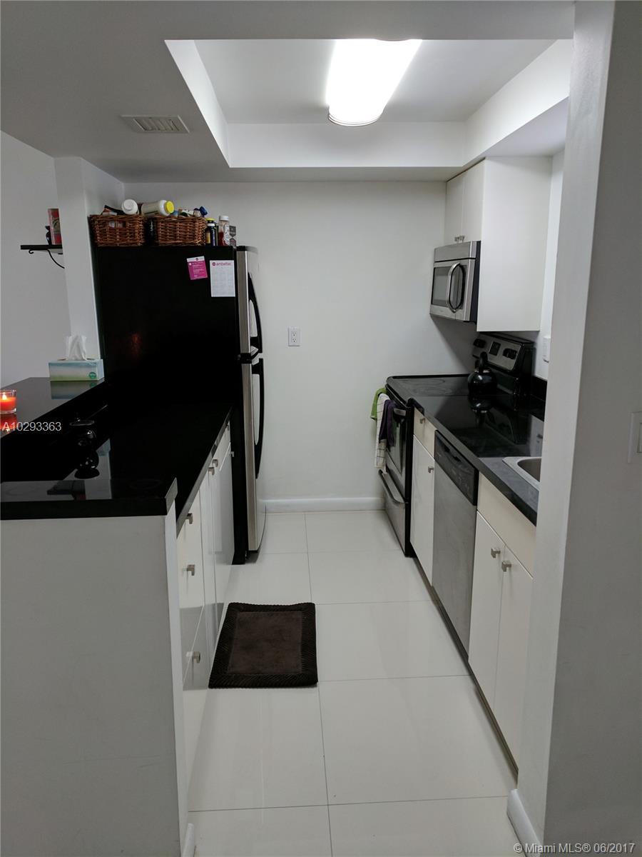 7125 Bay Dr # 305, Miami Beach, FL 33141