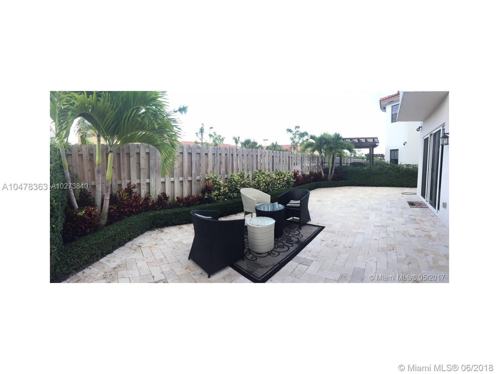 10523 Nw 70th Lane, Doral FL, 33178