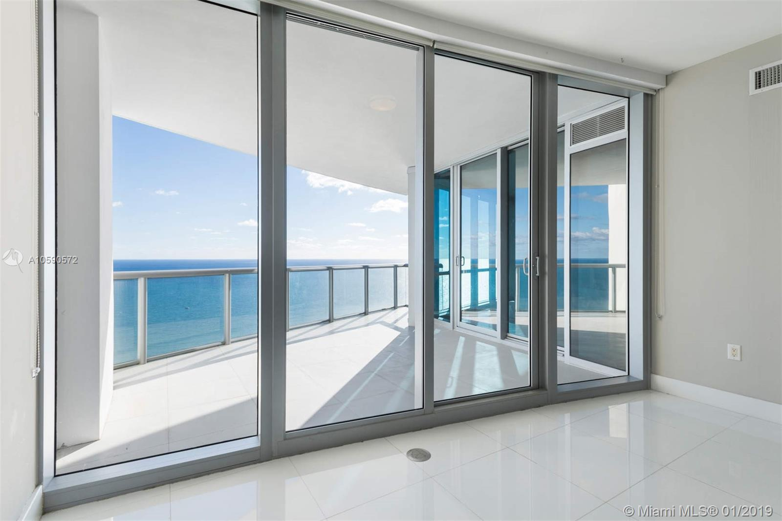 17121 Collins ave-4204 sunny-isles-beach-fl-33160-a10590572-Pic01