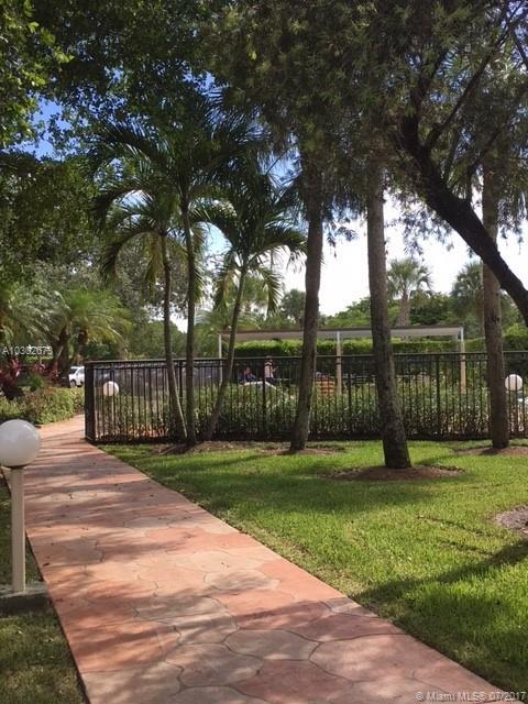 210 Lakeview Dr # 102, Weston, FL 33326