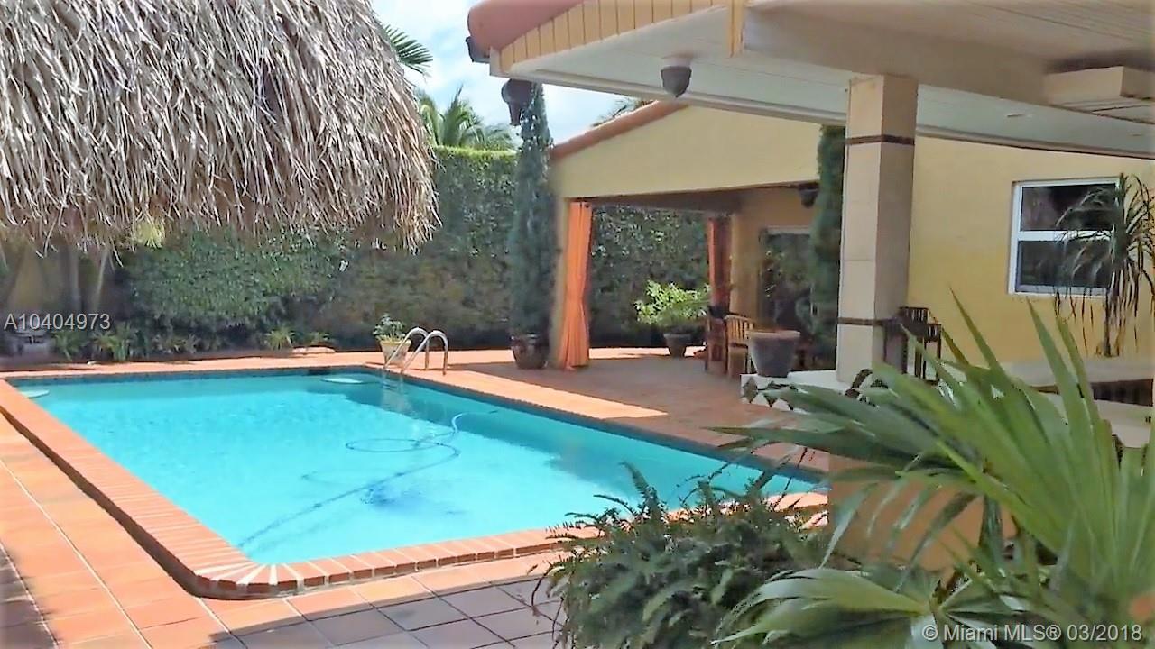 7235 N Oakmont Dr, Miami FL, 33015