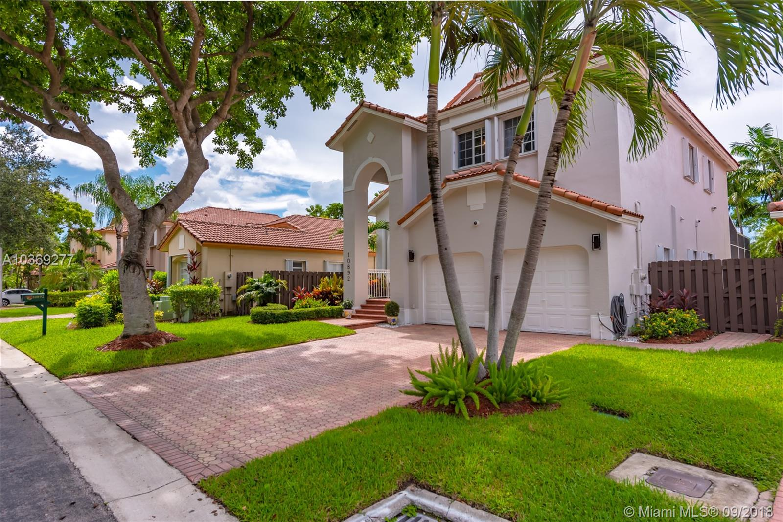 10892 Nw 58th Ter, Doral FL, 33178