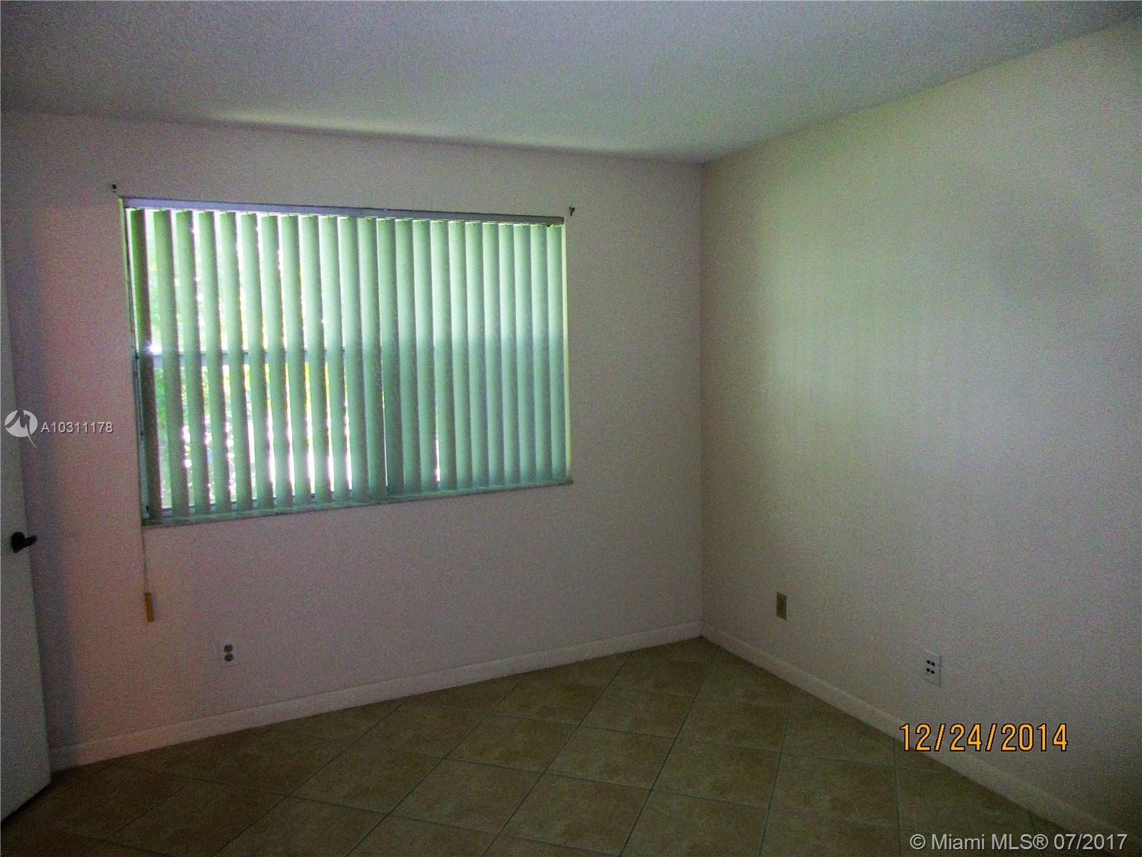 10305 NW 8th St # 206, Pembroke Pines, FL 33026