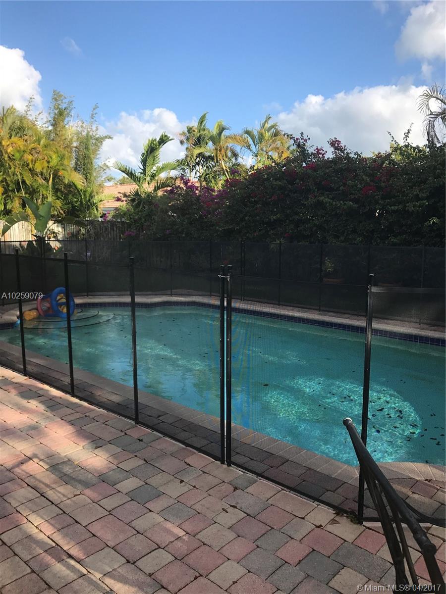 1900 NE 205 St, Miami , FL 33179