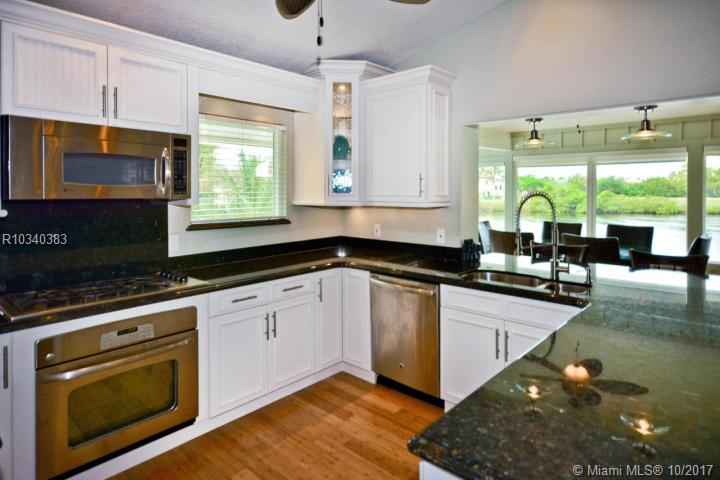 9221 Se Cove Point Street, Tequesta FL, 33469