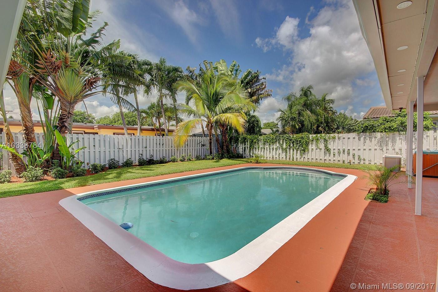 4938 Sarazen Dr, Hollywood, FL 33021