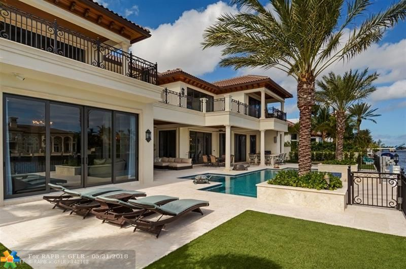 1400 Royal Palm Way
