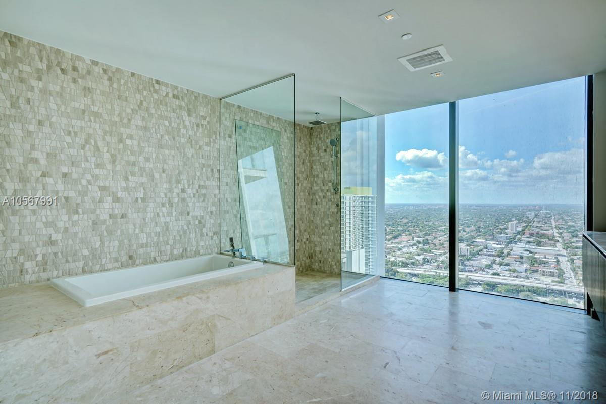 88 7th street-3811 miami-fl-33130-a10567991-Pic02