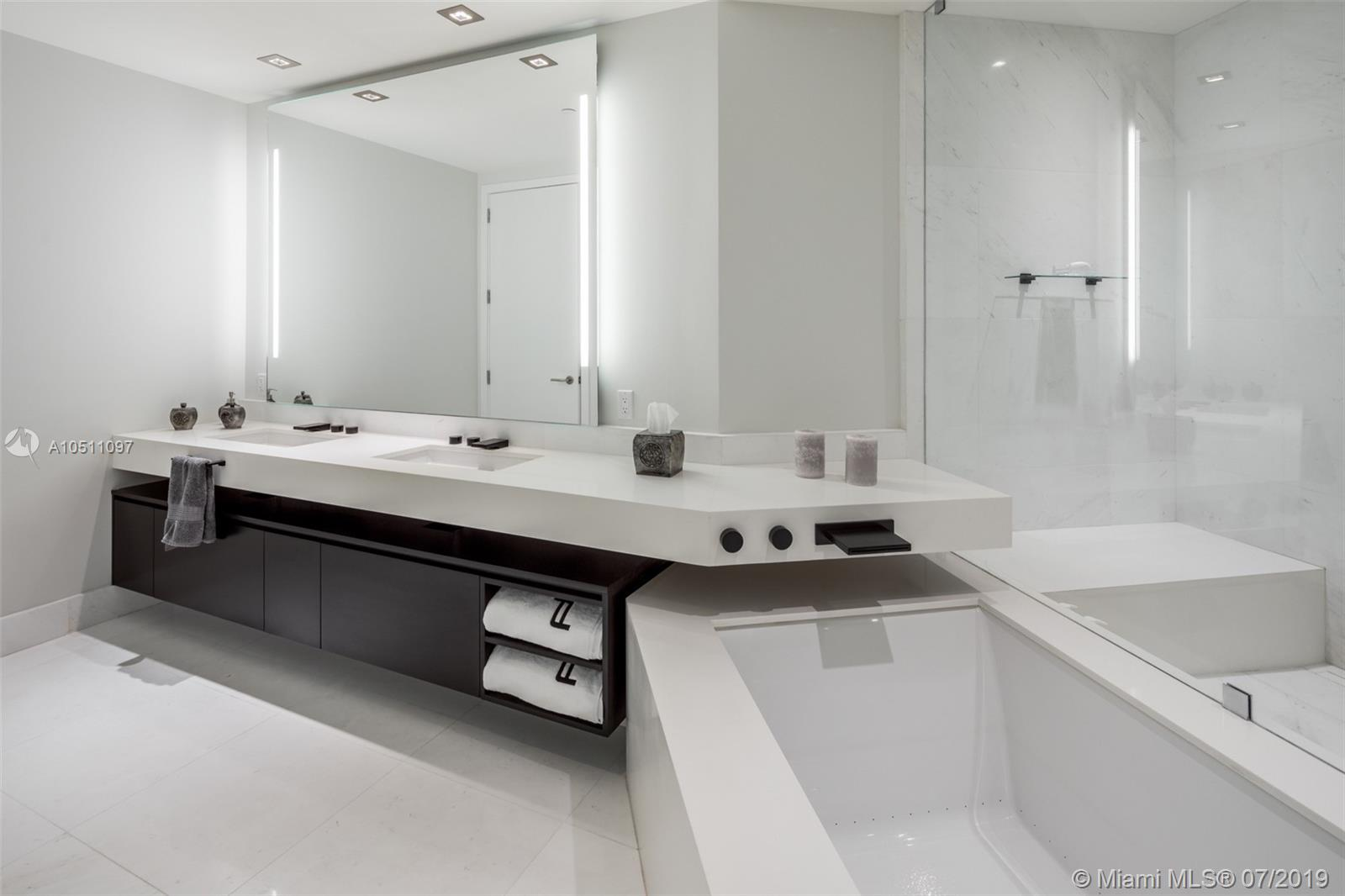 18555 Collins ave-5403 sunny-isles-beach-fl-33160-a10511097-Pic15