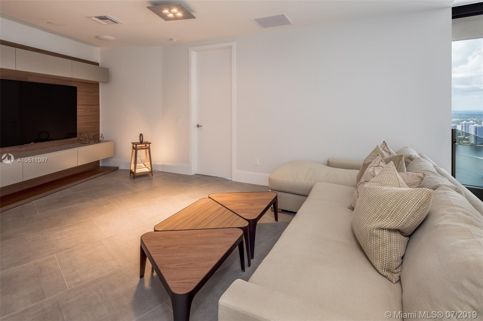 18555 Collins ave-5403 sunny-isles-beach-fl-33160-a10511097-Pic19